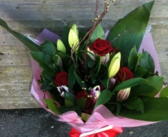 red-rose-and-lily-handtied