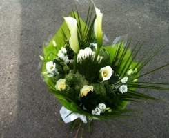 white-handtied-with-calla