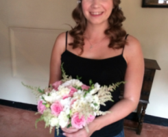 lauren-receives-her-bouquet