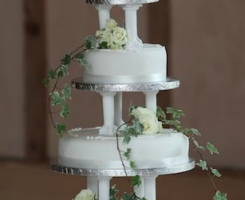 fresh-flowers-on-cake