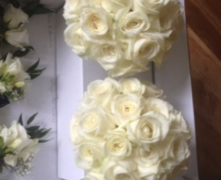 white-rose-handtied