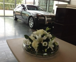 rolls-royce-white-table-centre