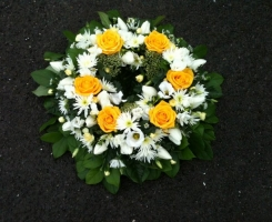 yellow-white-wreath-ring