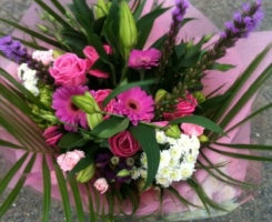 hand-tied-with-gerbera