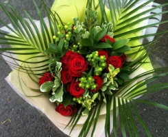 red-rose-handtied