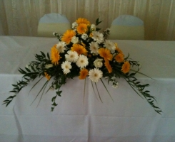 yellow-gerbera-top-table