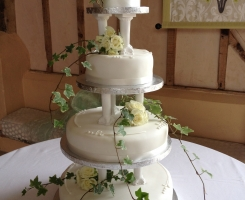 upwaltham-spray-roses-cake